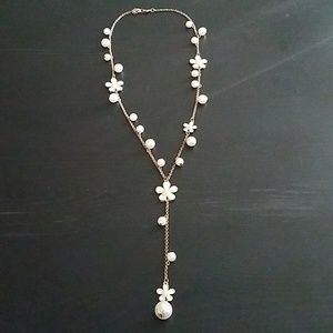 NWOT daisy necklace